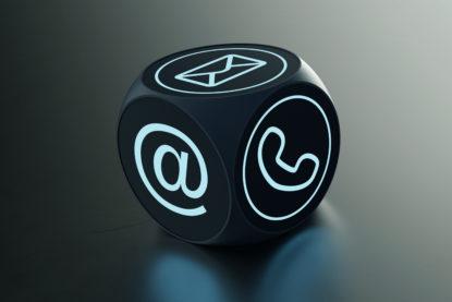 Moderner Würfel mit vielen Kontakt Möglichkeiten für die Support Hotline